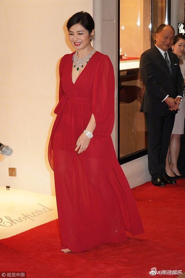 Vẻ đẹp rạng rỡ và khó tin của Marilyn Monroe Hồng Kông Chung Sở Hồng ở tuổi 57