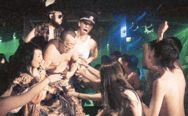 Chân dung ông trùm làng giải trí Hong Kong đang vướng hàng loạt bê bối tình dục