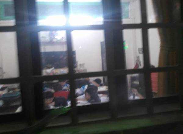 Cô giáo dạy thêm tiểu học ngay giữa trung tâm Sài Gòn
