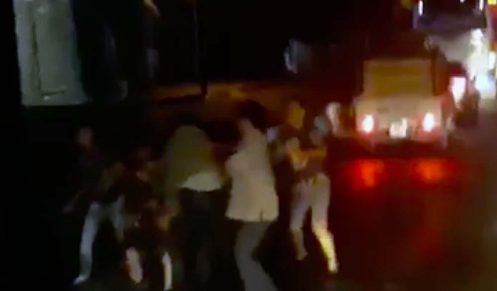 Phạt nhóm tài xế cầm vũ khí choảng nhau náo loạn phà Vàm Cống
