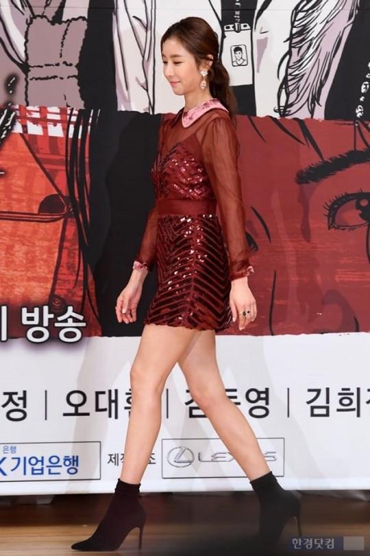 Bà hoàng giàu có bậc nhất Kbiz bị đàn em giành spotlight, tài tử Lee Jin Wook rạng rỡ trở lại sau scandal cưỡng dâm