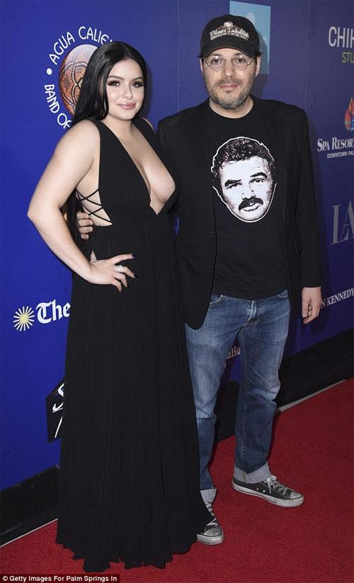 Cô béo đẹp nhất Hollywood lộ vòng 1 chảy tận rốn vì váy xẻ hun hút
