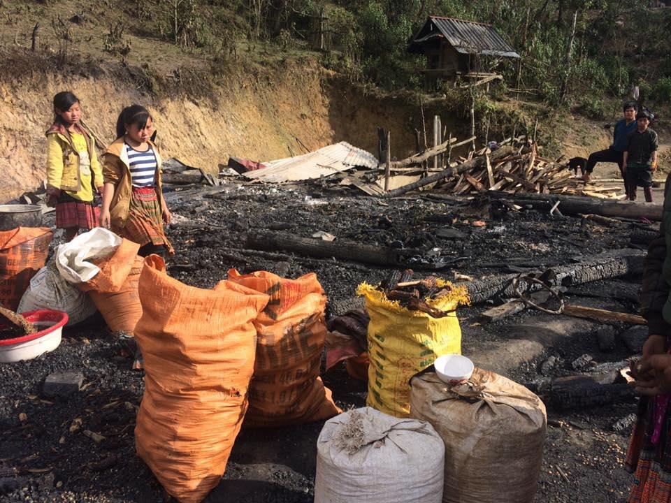 Lai Châu: Nhà ở cháy rụi, 5 người dân thoát chết