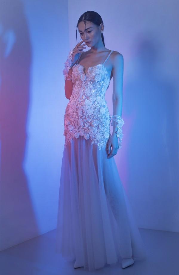 Trở về từ Paris Fashion Week, Thuỳ Trang diện váy cưới hóa cô dâu dịu dàng