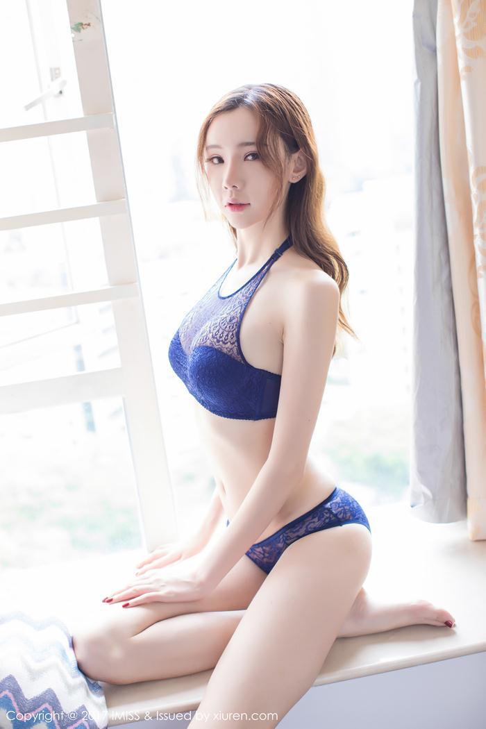 Irene Meng Qi Qi gợi cảm trong đồ ngủ mỏng tang