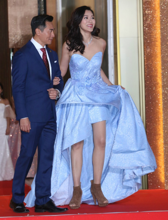 Dàn mỹ nữ TVB hở hết cỡ trên thảm đỏ - Hình 10