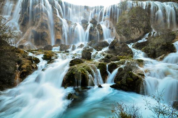 """Sửng sốt trước 12 thác nước đẹp """"lịm tim"""" ai cũng ước được đến một lần"""
