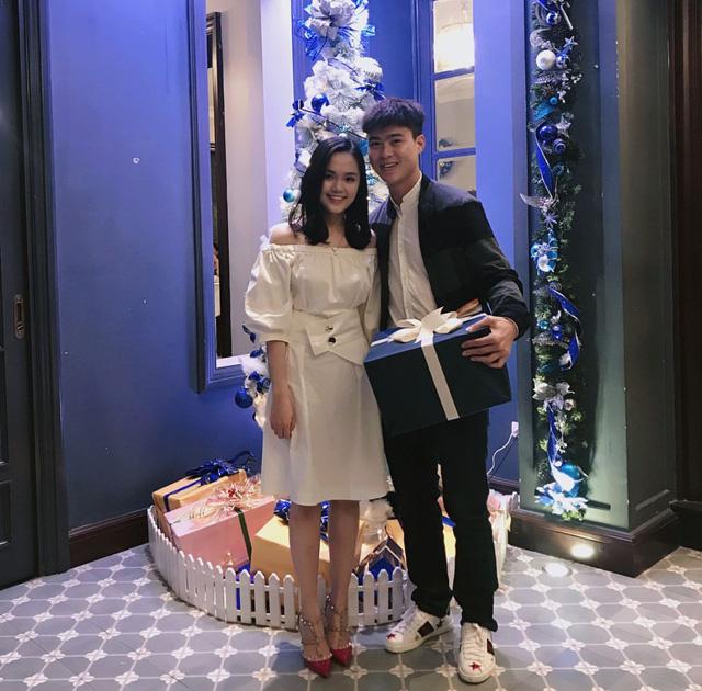 Cầu thủ đại gia nhất U23 Việt Nam, mua iPhone X và hàng hiệu tặng bạn gái xinh - Hình 21