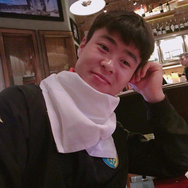 Cầu thủ đại gia nhất U23 Việt Nam, mua iPhone X và hàng hiệu tặng bạn gái xinh - Hình 8