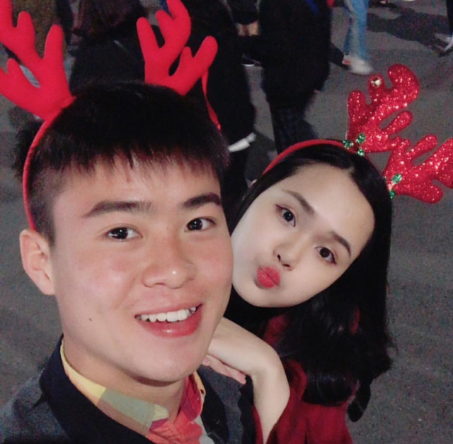 Cầu thủ đại gia nhất U23 Việt Nam, mua iPhone X và hàng hiệu tặng bạn gái xinh - Hình 18