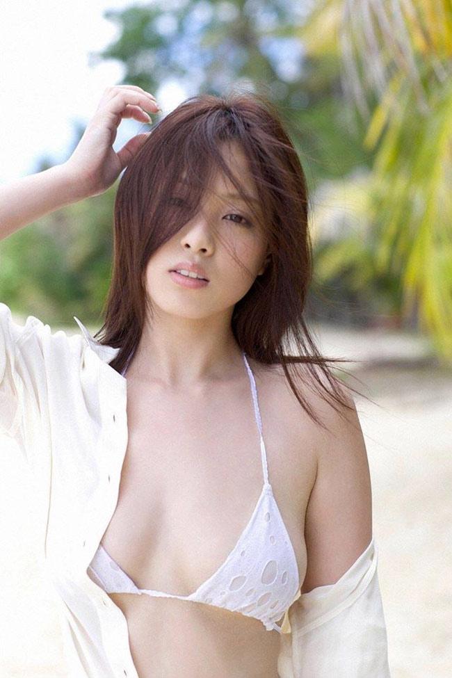 Bikini khiêm tốn vải, mặc cho có của các cô gái Nhật Bản - Hình 17