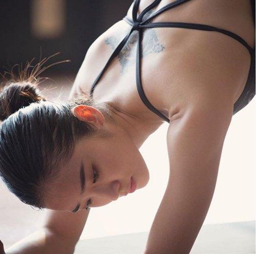 Cô giáo dạy yoga xinh đẹp tựa thiên thần