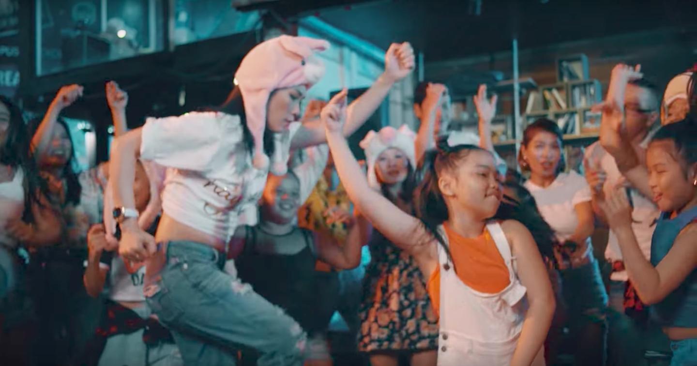 Không thể tin được Mỹ Tâm lại lầy lội đến thế này khi nhảy vũ điệu say rượu trong MV mới