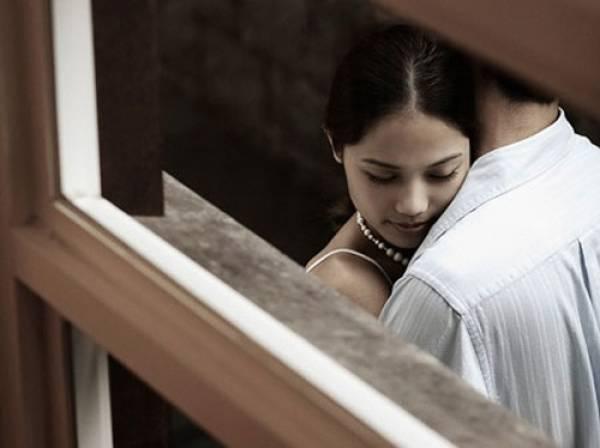 Vợ ốm sốt hầm hập vẫn liên tục đòi quan hệ và bí mật khiến tôi rơi nước mắt