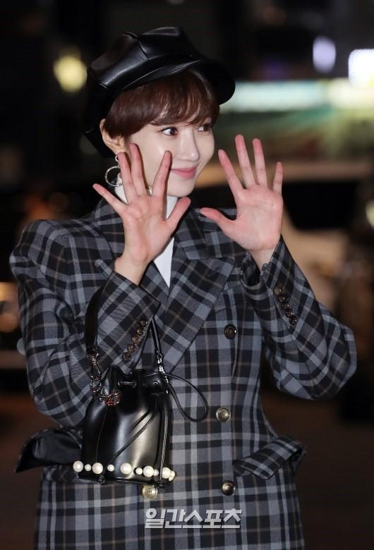 Mỹ nhân She was pretty đẹp bất chấp, Eunji (A Pink) bỗng lộ mặt trắng bệch bóng nhờn dọa fan tại tiệc mừng công