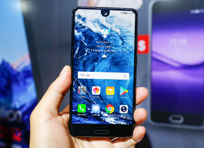 Sharp mang smartphone màn hình tràn viền tới Việt Nam