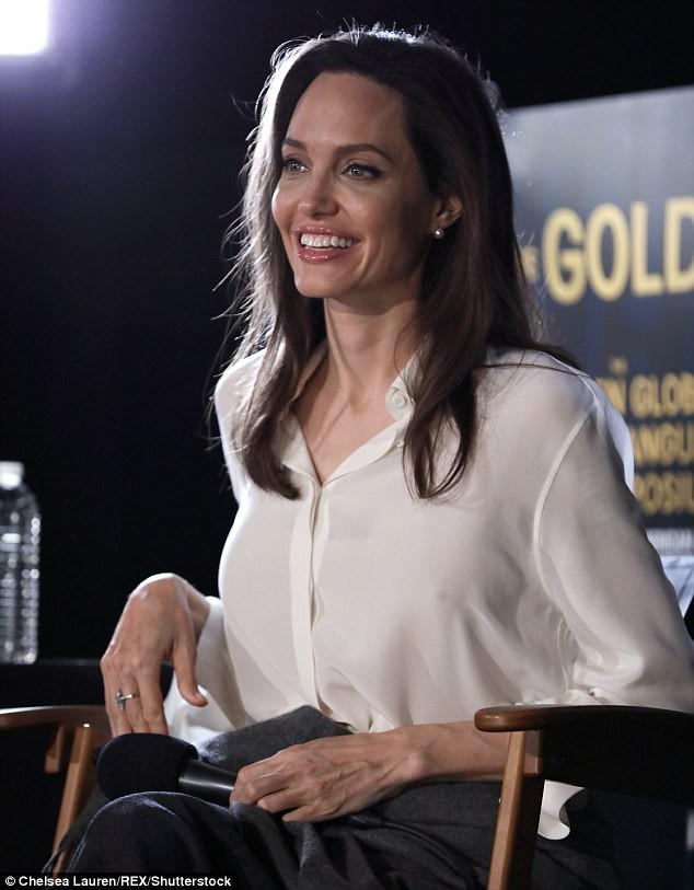 Sút cân quá nhiều, Angelina Jolie bốc lửa năm nào giờ trở nên xanh xao, hốc hác trên thảm đỏ