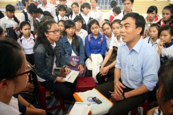Vì sao hàng nghìn sinh viên bị đuổi học ở Sài Gòn?