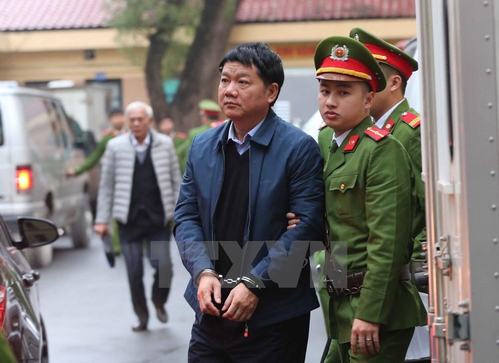 Cận cảnh ông Đinh La Thăng và đồng phạm bị dẫn giải ra tòa