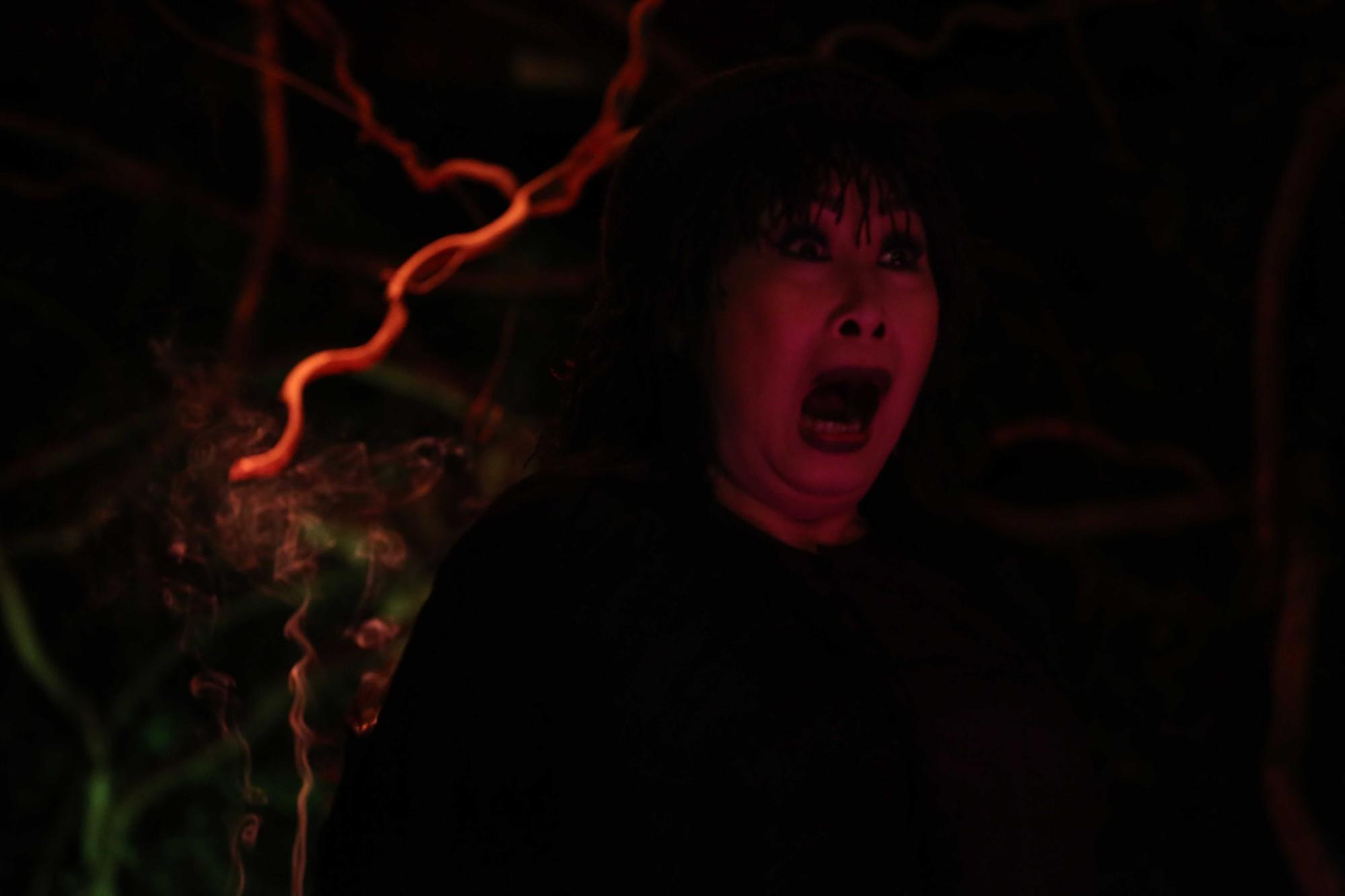 Đâu chỉ có bà đồng Elisa gây ám ảnh, phim Việt cũng có mấy bà đáng sợ không kém!