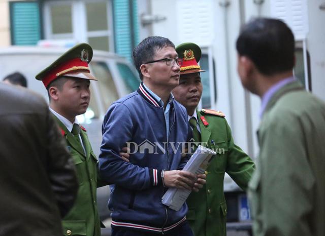 Dư luận trong, ngoài nước theo dõi phiên tòa xử ông Đinh La Thăng