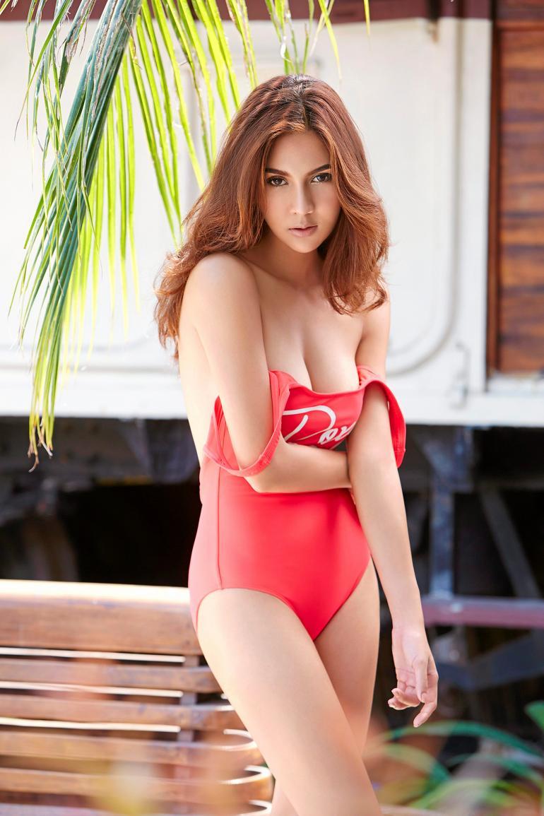 mau thai lan dien ao tam khieu goi trang nhu bong buoi 7964c2 Mẫu Thái Lan diện áo tắm khiêu gợi trắng như bông bưởi