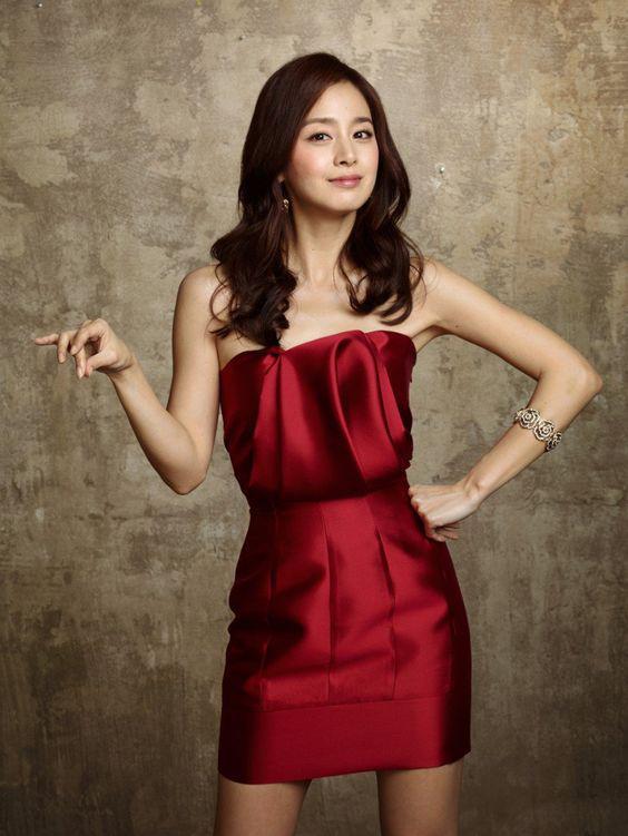 Gần U40, Kim Tae Hee vẫn được người Hàn Quốc khen ngợi hết lời nhờ bí quyết sau!