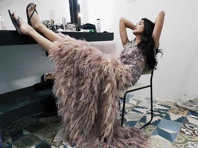 Ngủ quá sexy, Angela Phương Trinh và dàn mỹ nhân được ví như nữ thần - Hình 12