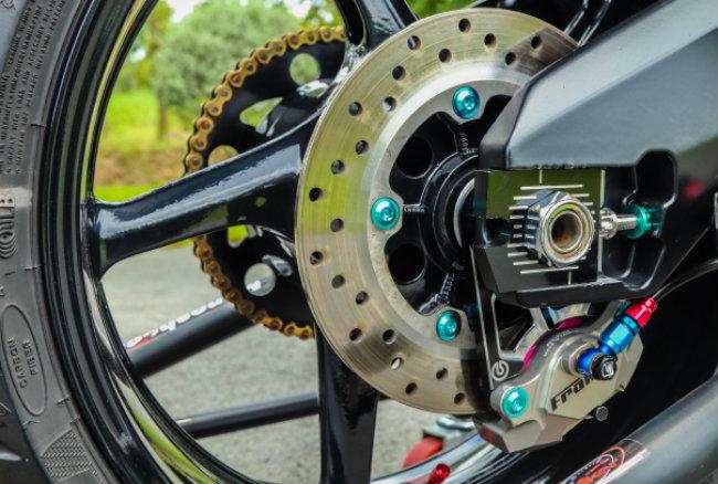 Cận cảnh Yamaha Exciter độ hút sinh khí từ các môtô hàng khủng - Hình 14