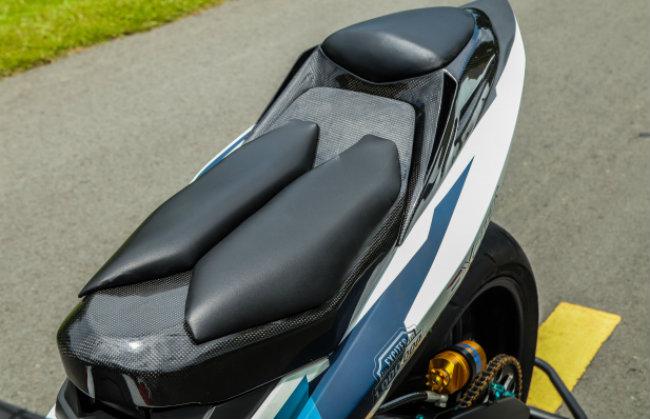 Cận cảnh Yamaha Exciter độ hút sinh khí từ các môtô hàng khủng - Hình 11