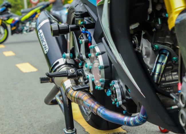Cận cảnh Yamaha Exciter độ hút sinh khí từ các môtô hàng khủng - Hình 17
