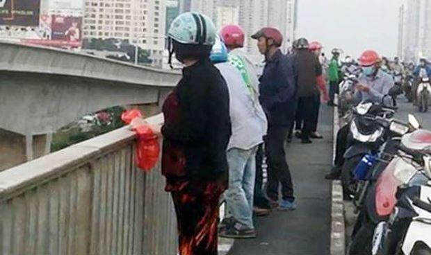 Giận bạn trai, cô gái dựng hiện trường giả nhảy cầu Sài Gòn? - Hình 1