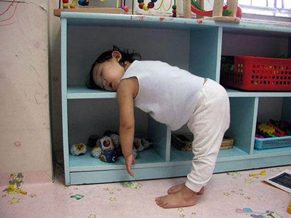 Khi các em bé ngủ bất cứ đâu chúng muốn - Hình 4