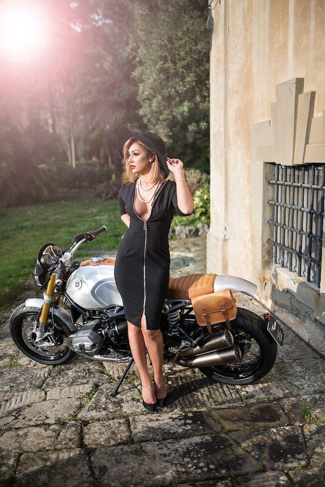 Mẫu Tây vừa quý phái vừa sexy bên cạnh siêu môtô BMW R NineT - Hình 6