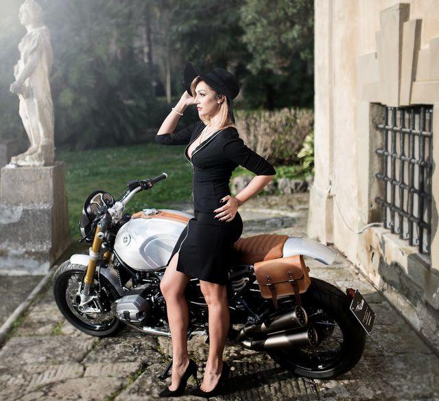 Mẫu Tây vừa quý phái vừa sexy bên cạnh siêu môtô BMW R NineT - Hình 7