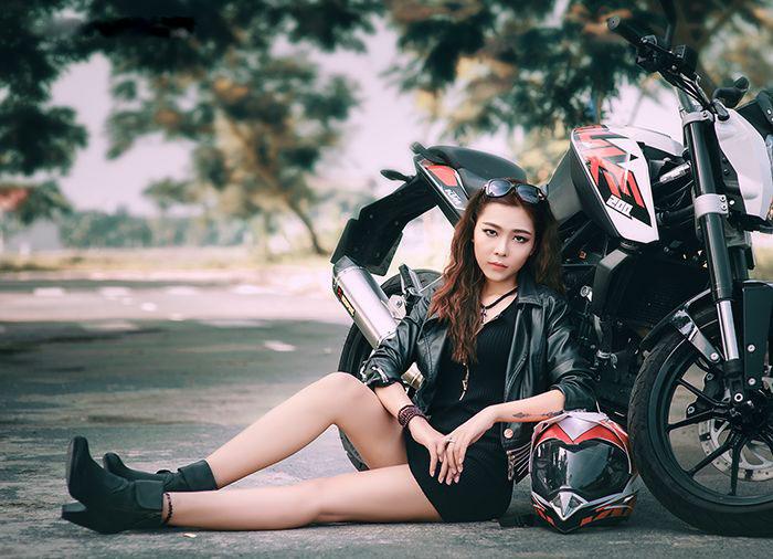 Ngắm bộ ảnh ngoại cảnh người đẹp Việt bên moto cực chất - Hình 1