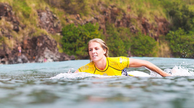 Ngơ ngẩn trước dung nhan xinh đẹp của VĐV lướt ván người Australia - Hình 1