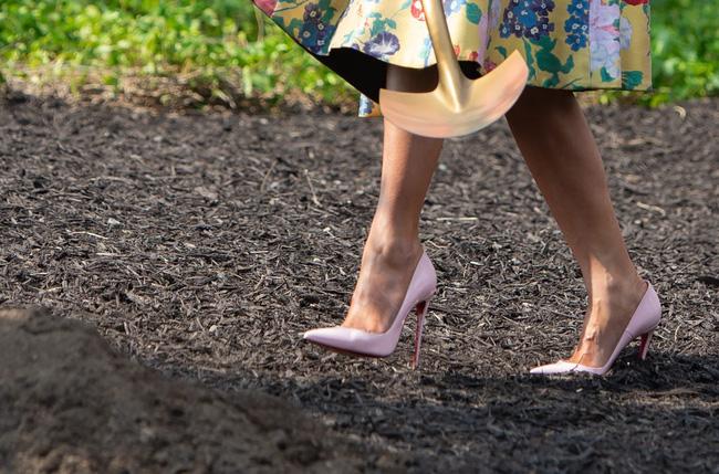 Những lần bà Melania Trump bị chỉ trích đã chứng minh: Mặc đẹp thôi chưa đủ, trang phục còn cần phải hợp hoàn cảnh nữa - Hình 8