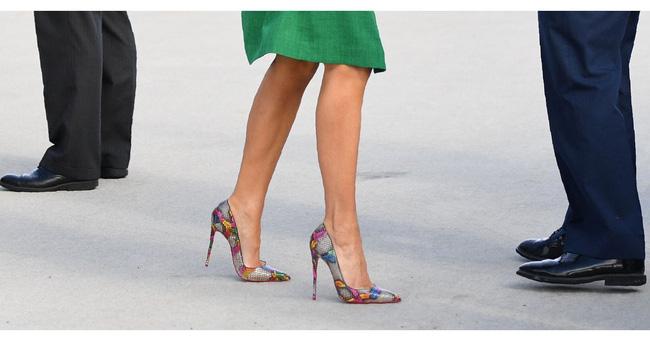 Những lần bà Melania Trump bị chỉ trích đã chứng minh: Mặc đẹp thôi chưa đủ, trang phục còn cần phải hợp hoàn cảnh nữa - Hình 4