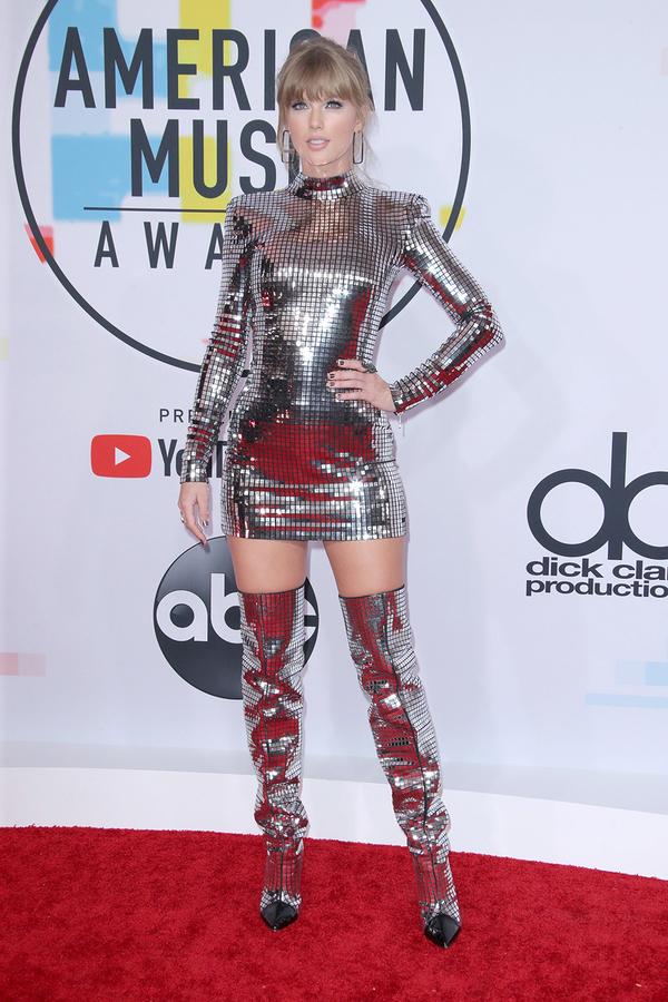 Taylor Swift làm bà hoàng chiếm trọn vẹn spotlight trong ngày tham dự American Music Awards 2018 - Hình 2