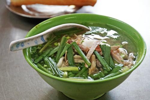 Tiệm mì Sài Gòn luôn đông nghịt khách từ 6h suốt 26 năm - Hình 2