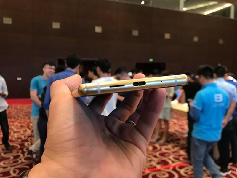 Trên tay nhanh Bphone 3 Pro: Chip Snapdragon 660, camera đơn xóa phông, giá 10 triệu - Hình 4