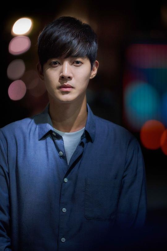 Bấn loạn trước tạo hình mỹ nam thần sầu của Kim Hyun Joong trong phim When Time Stopped - Hình 6