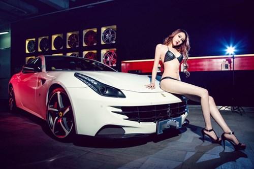 Ferrari FF gục ngã trước đường cong nóng bỏng với đôi chân dài miên man của siêu mẫu - Người đẹp - #HotGirl