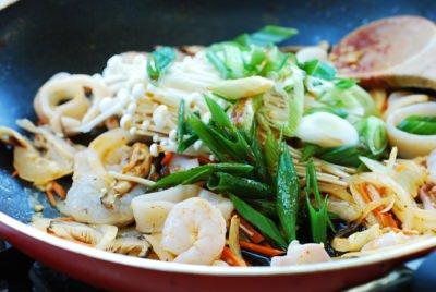Bí quyết làm miến xào hải sản cực ngon, không bết dính như tại nhà hàng - Hình 8