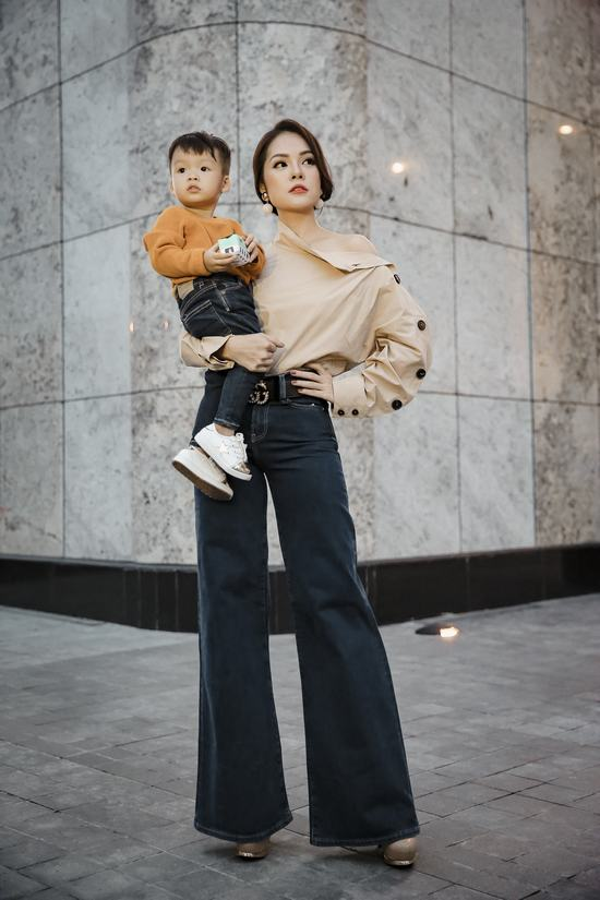 Mẹ con Dương Cẩm Lynh ton sur ton dạo phố - Hình 7