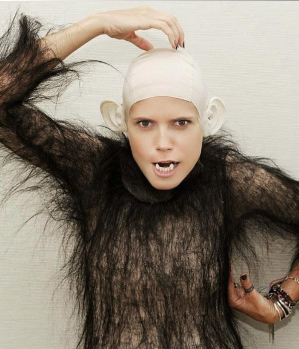 Tình huống hài hước chết cười với những cô nàng thích hóa khỉ - Hình 8