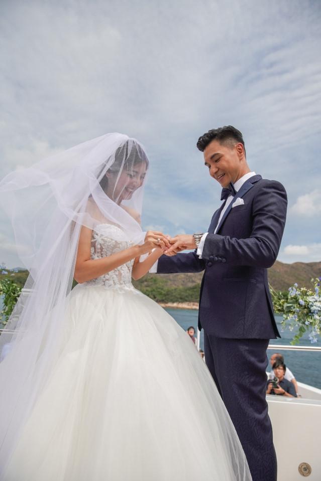 Lễ cưới trên du thuyền của tài tử TVB và người đẹp kém 13 tuổi - Hình 4