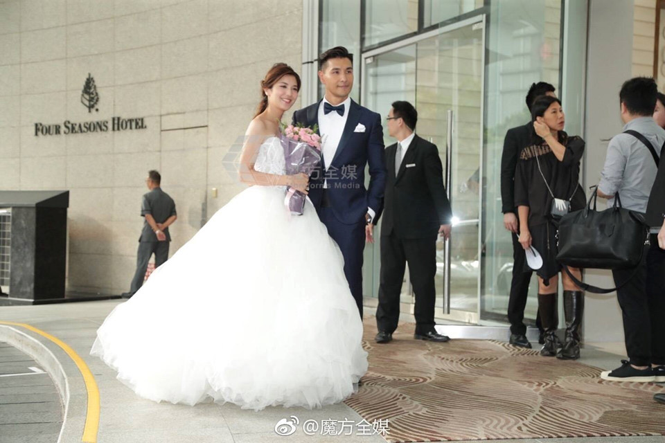 Lễ cưới trên du thuyền của tài tử TVB và người đẹp kém 13 tuổi - Hình 10