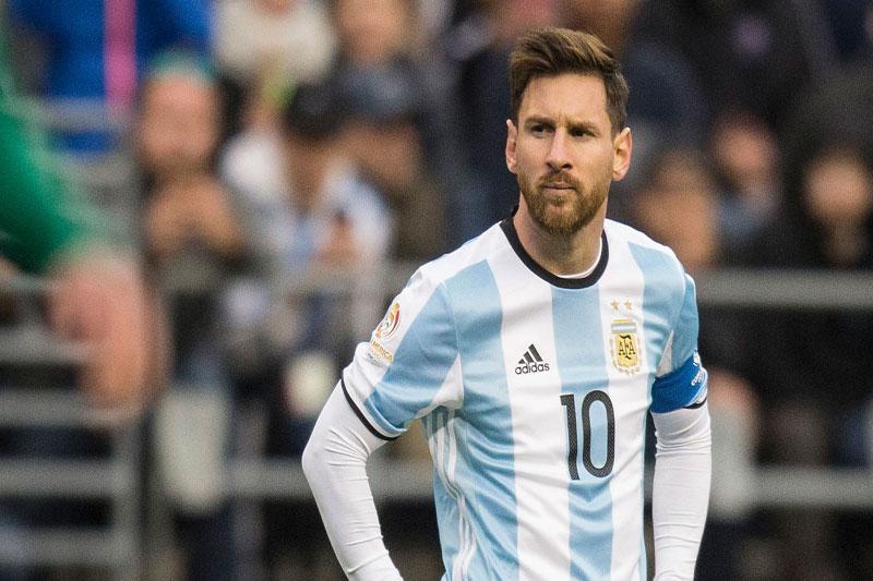 Diego Maradona phát ngôn gây sốc về Messi - Hình 1